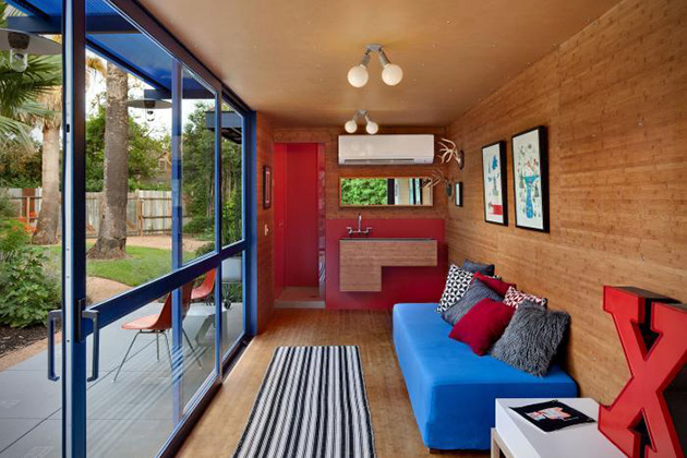 Recycled-Shipping-Container-Guest-House-in-Texas-7